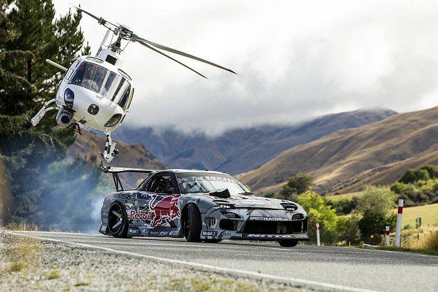 Red Bull還安排直升機進行拍攝。 Red Bull