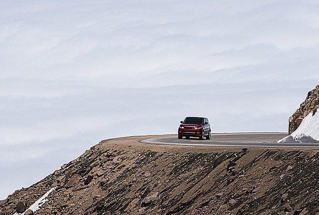 標高介於海拔2862至4300公尺之間的賽道,一失手就會滾落山谷裡。 Land ...