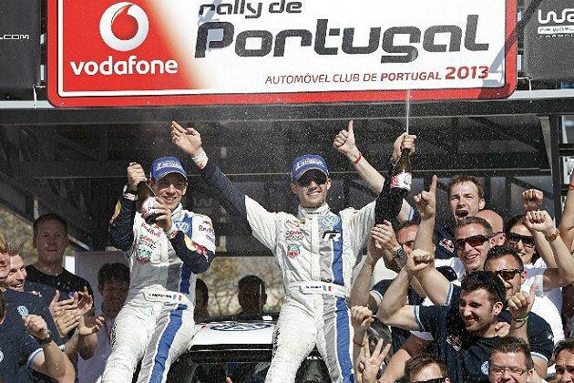 Sebastien Ogier(戴墨鏡者)在今年葡萄牙分站也奪冠軍。 WRC官網