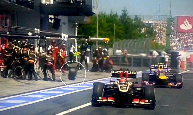 技師群失誤,導致Webber賽車右後輪飛脫。 youtube