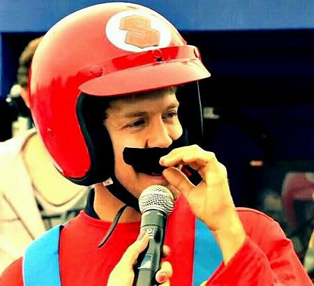 Sebastian Vettel逗趣打扮在皂飛車大賽露臉。 Red Bull
