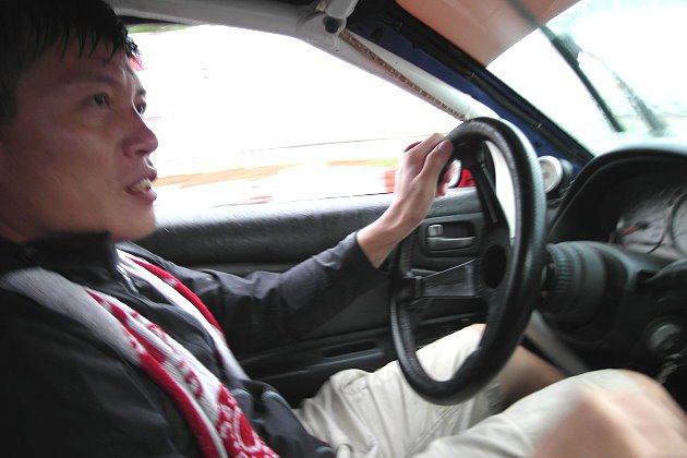 準備D1GP,阿稚抓緊時間在龍潭賽車場練習。 記者林和謙/攝影
