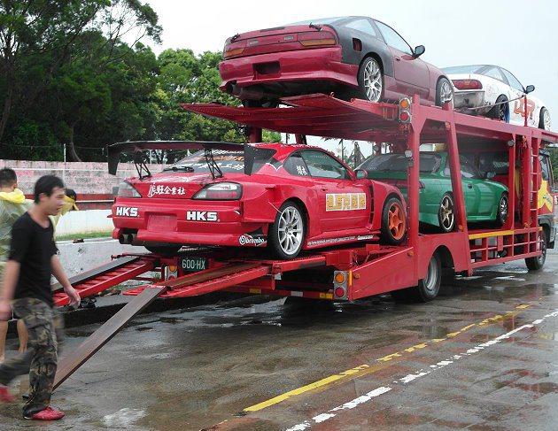 練車完畢準備將車運到保養廠。 記者林和謙/攝影