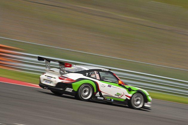 賽事新人、新加坡車手班博(Earl Bamber)展現出色實力。 Porsche提供