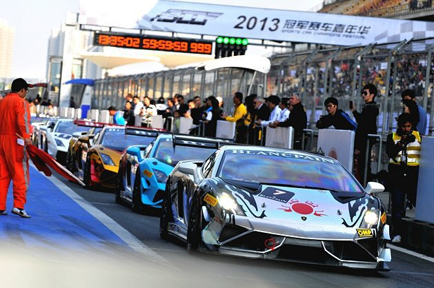 參賽車隊蓄勢待發,準備迎戰。 Lamborghini提供