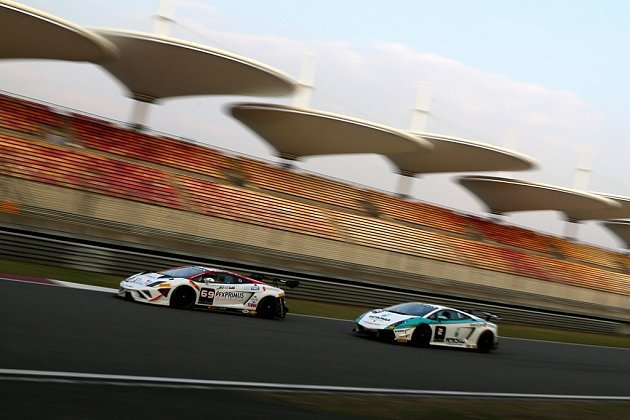 賽道上競爭激烈。 Lamborghini提供
