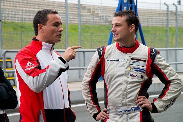 23歲的紐西蘭車手班博(右)榮膺總金額達20萬歐元的保時捷賽車運動國際盃賽獎金。...