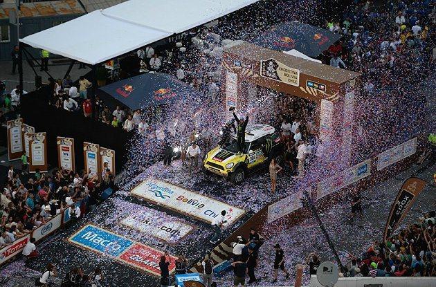 Nani Roma與他的搭檔Michel Perin奪得汽車組冠軍。 Dakar...
