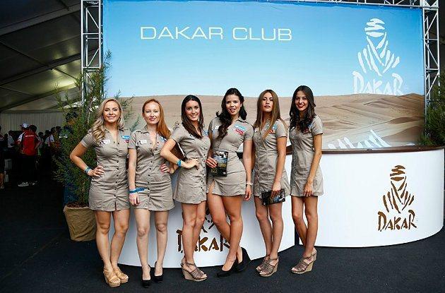 美麗有氣質的賽事女郎。 Dakar Rally官網