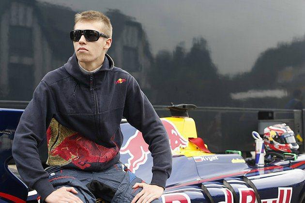 Kvyat在比賽中還與法拉利車隊的Kimi Raikkonen互別苗頭,初生之犢不畏虎。 F1官網