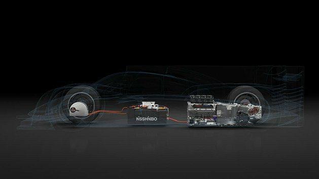 電動馬達發電機能回收煞車動力,透過動力轉換器,儲存在NISSHINBO(日新紡)所開發的超級電容裝置。 Toyota提供