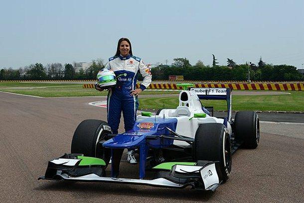Simona在Fiorano賽道進行她的F1處女秀。 F1官網