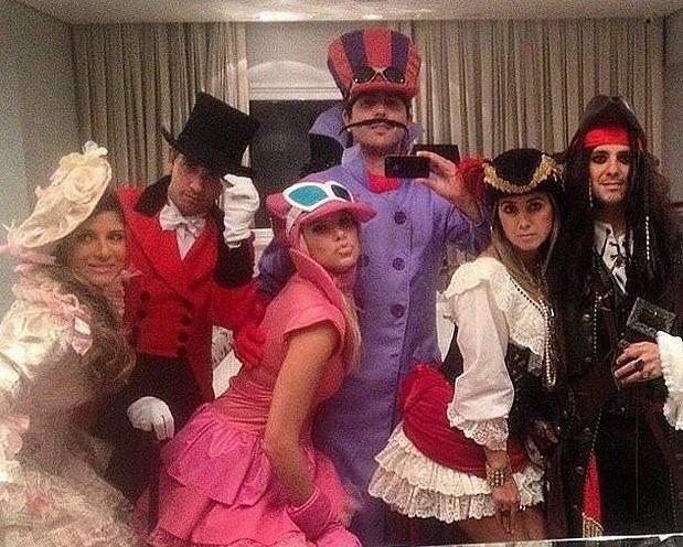 Felipe Massa(右一)與愛妻Raffaela Brassi(右二)參加化裝舞會。 Felipe Massa Instagram