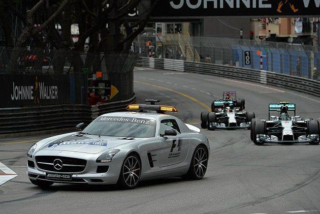 此站賽事狀況頗多,出動兩次安全車。 F1官網