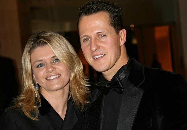 妻子Corinna(左)無微不至的照顧舒馬克。 F1提供