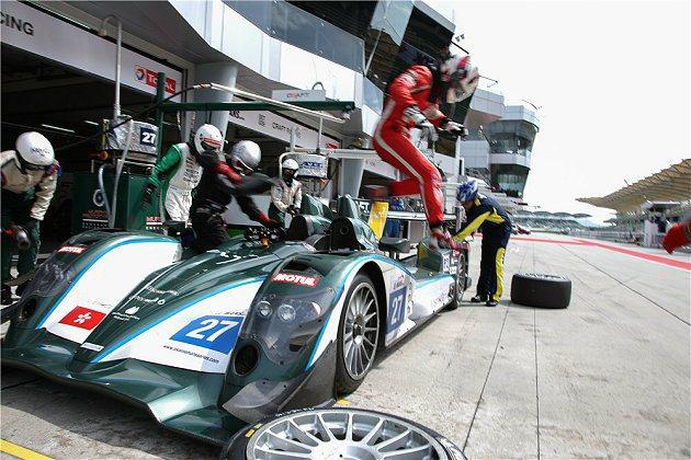 亞洲利曼賽事中,賽車進到pit區後包括維修、加油、車手換手、油料計算以及換胎策略...