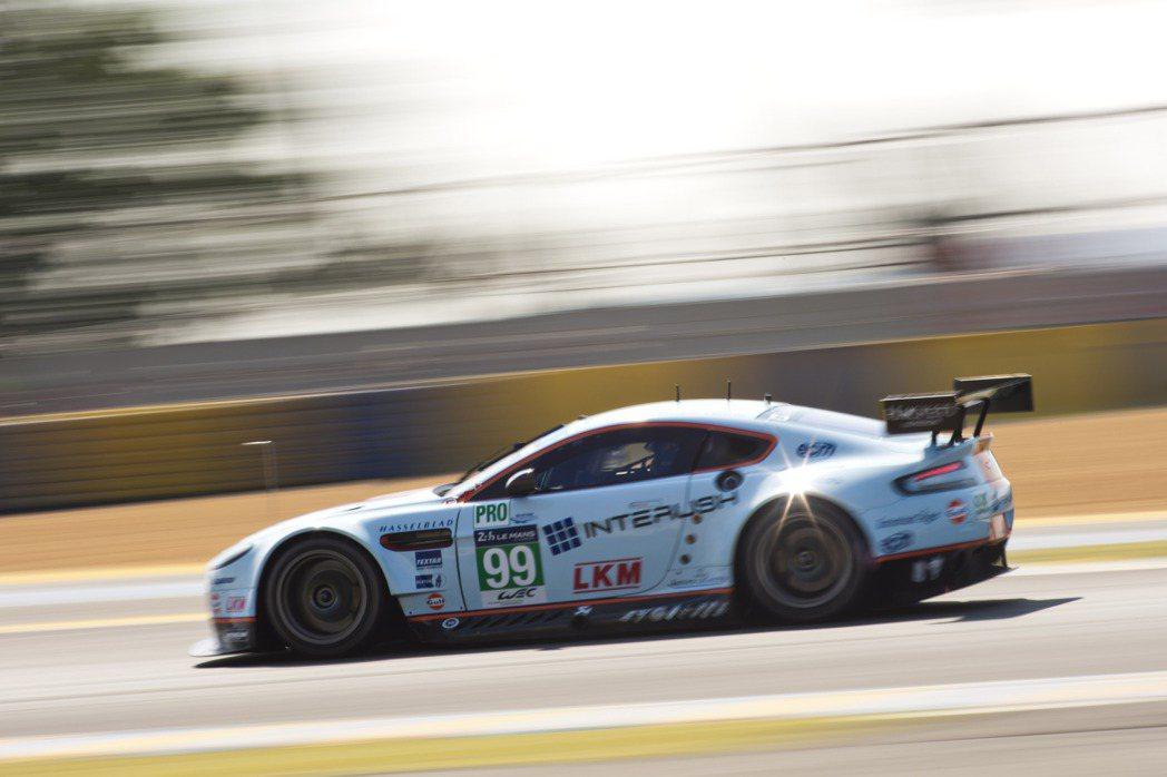 INTERUSH不僅專業在新科技IT產業領域,更是國際賽車運動的長期支持者,今年特別贊助FIA世界耐力錦標賽Aston Martin Craft Bamboo車隊,成為「99號V8 Vantage GTE」廠車的主要贊助商。 INTERUSH提供