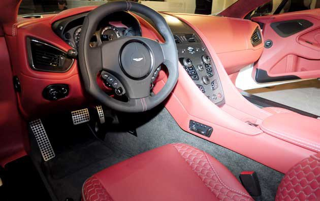 今年初才在國內發表的Vanquish,內裝是以One-77概念設計。 Aston Martin提供