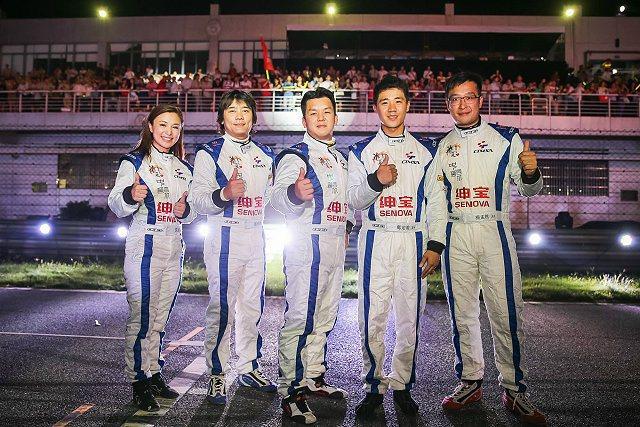 台灣CTMSA代表隊陣容稍作變動,周哲男(中)與拉力皇后沈佳穎(左)首度加入戰局,其中周哲男與沈佳穎都是首度接觸肇慶賽車場與D70賽車。 台灣CTMSA代表隊提供