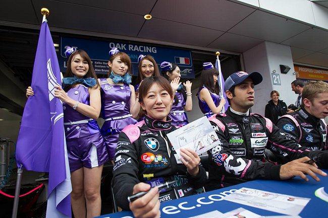 女性車手表現不惡,車模出身的OAK車隊女車手井原慶子號稱是全世界最速女性賽車手。...