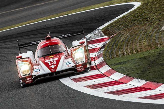 Audi 2號車前10分鐘曾領先群雄,但隨後就被Toyota的車隊迎頭趕上。 W...