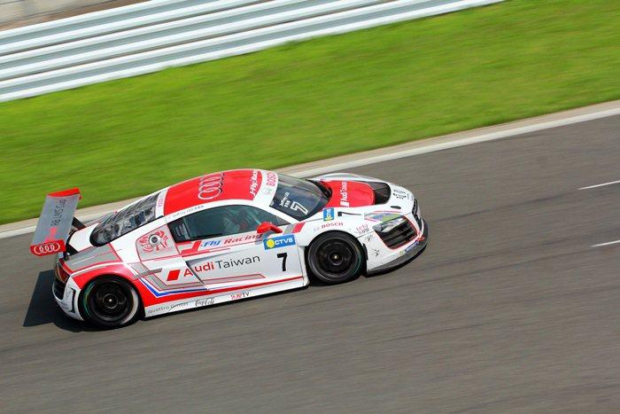 Audi R8 LMS Cup統一規格賽,台灣Audi品牌大使同時也是台灣知名賽...