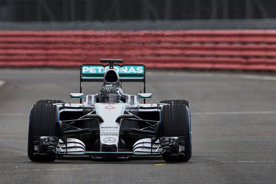MERCEDES AMG PETRONAS一級方程式車隊2月1日在西班牙赫瑞茲西班牙赫瑞茲賽道,發表2015年代號F1 W06 Hybrid全新戰馬。 Mercedes Benz提供