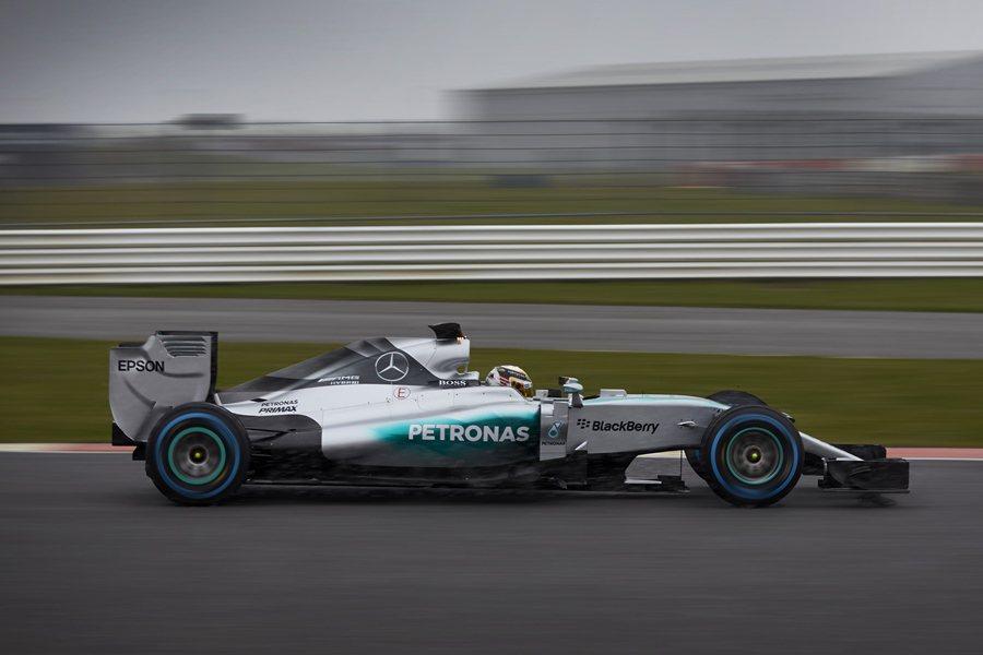2月1日,Nico Rosberg在發表會後展開2015年賽季在西班牙的試車。 Mercedes Benz提供