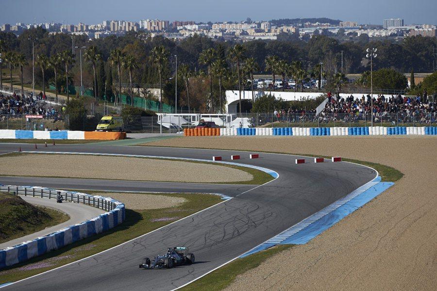 接下來,2月將由Lewis Hamilton接手,行為期四天的試跑。 Mercedes Benz提供
