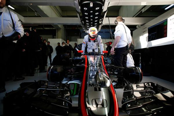 2月1月MP4-30賽車在Jerez賽道已經進行測試 McLaren Honda提供