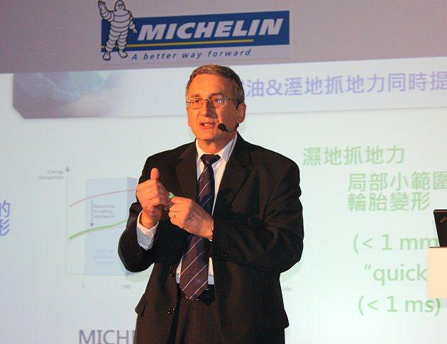 米其林集團技術與科學溝通副總裁Dominique Aimon闡述科技理念。 林和...
