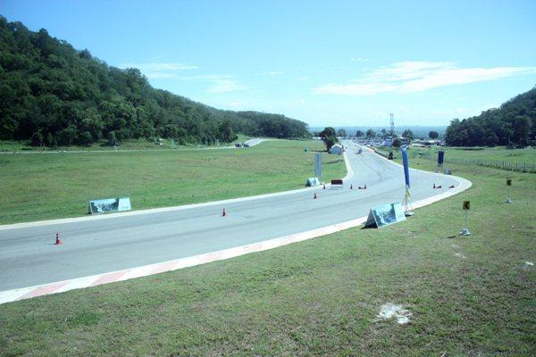 泰國Bonanza賽車場位在Khao Yai,場地相當大。 林和謙