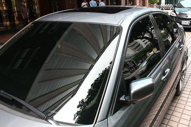 前擋型E40隔熱膜提供出色隔熱效果與車室清晰視野。 林和謙
