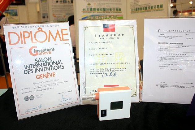 遠東科技大學研發出的「智慧型酒測裝置」,還在日內瓦發明展獲獎。 記者林和謙/攝影