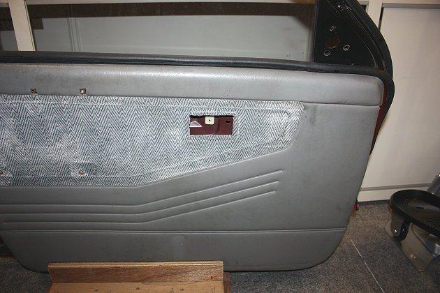 南台科技大學「車用懸浮微粒去除噴霧」,該產品為類似小水箱外型、有內建風扇,安裝在車門內板內。 記者林和謙/攝影