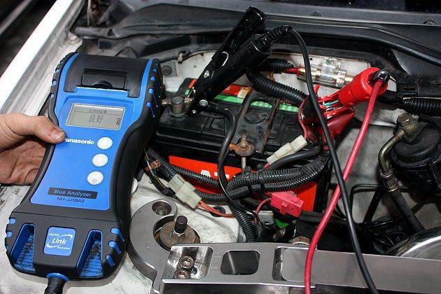 電瓶平均壽命約2年,因此要定期做檢測與保養,此外,若常讓車子開動,對於電瓶的機能...