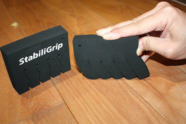 StabiliGrip溝槽自鎖技術透過輪胎溝紋內的自鎖片,讓胎塊更為堅固、較不易變形,讓輪胎貼地性更佳,操控更精準。 記者林和謙/攝影