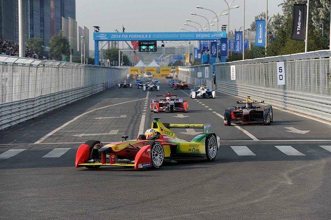 全新Formula E電動方程式錦標賽,於9月13日當天在中國北京奧林匹克中心街區正式開跑。 米其林輪胎提供