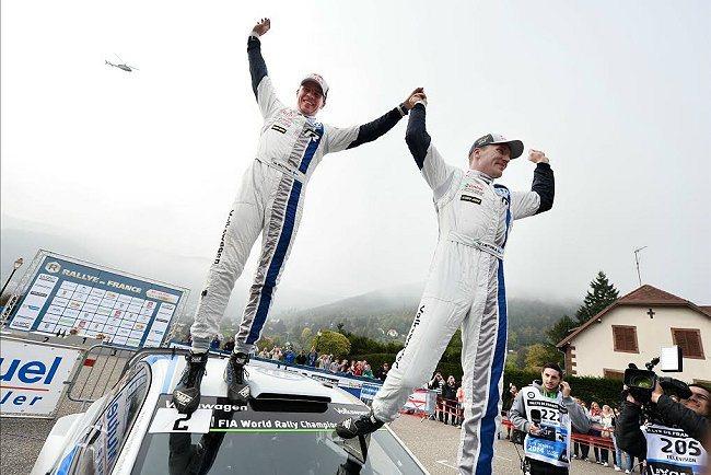 駕駛Polo R WRC賽車出賽的VW MOTORSPORT廠隊芬蘭籍車手Jari-Matti Latvala,以44.8秒的差距完賽奪冠。 MICHELIN提供