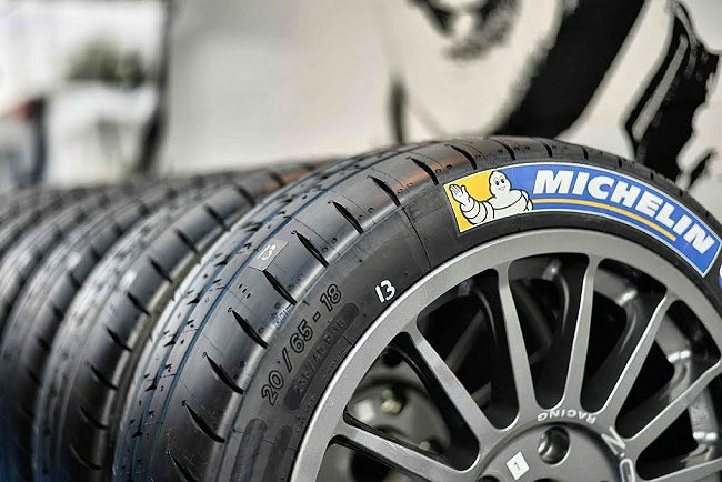 為了因應WRC世界拉力錦標賽法國站賽事複雜多變的比賽路段,再加上必須面對當地潮溼的氣候因素,MICHELIN特別於比賽正式開跑前宣佈推出全新設計的MICHELIN Pilot Sport H4 / S4等兩款全功能道路競技專用輪胎。 MICHELIN提供