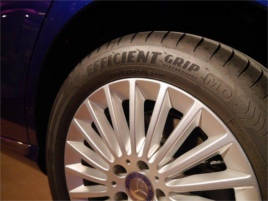 EfficientGrip Performance豪華房車胎是由盧森堡設計中心負責研發,在德國跟歐洲工廠個別生產供應,已搭載在M-Benz最新車款。 GOODYEAR提供