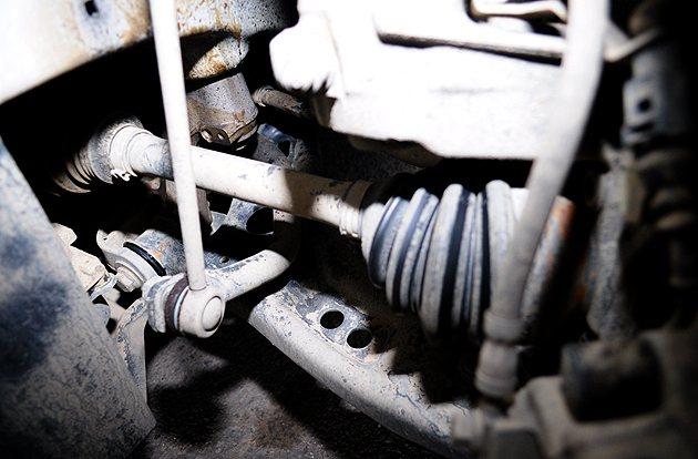 底盤就是要檢查懸吊有無漏油破損。 蔡志宇
