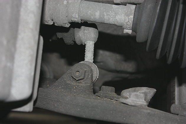 傳動系統要特別注意傳動軸的防塵套,如果防塵套破損會使得砂石或雜物跑進彈子盤中,對傳動軸很傷。 記者林和謙/攝影