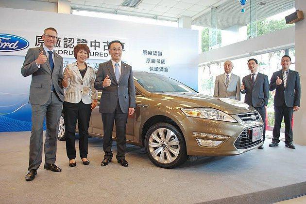 福特六和總裁范炘(左三)和福特亞太中古車主管及中古車經銷商共同啟動中古車服務。 ...