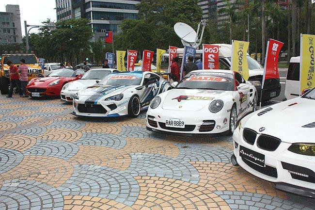 3日造勢會有多輛車展出。 記者林和謙/攝影
