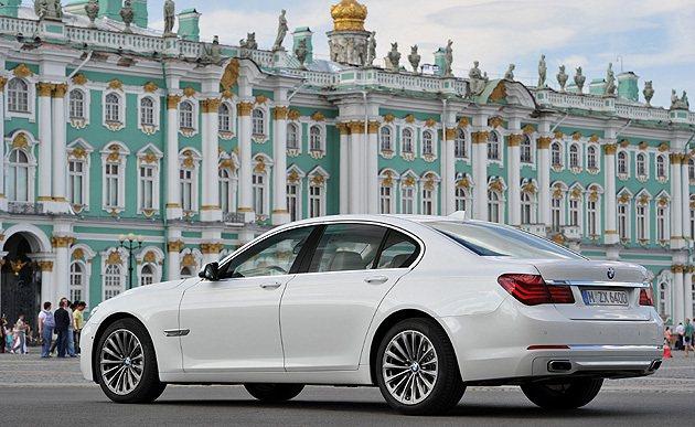 6月底交車再享3年零保養費租賃專案。 BMW