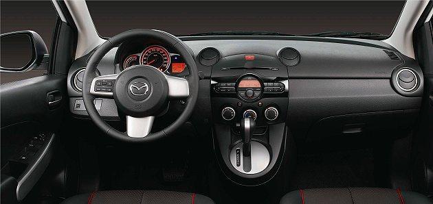 New MAZDA2車室空間充滿精品氛圍,展現細緻的視覺與觸覺質感。 MAZDA