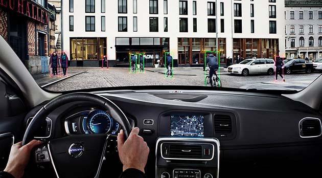 14年式Volvo V44配備上再追加CDFAB單車客偵測暨完全主動剎車系統。 ...