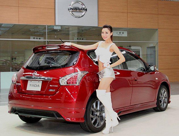 Turbo版則換裝17吋燻黑塗裝鋁圈並升級運動化懸吊 Nissan