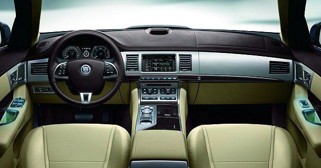 搭配JaguarSense觸控感應裝置的介面巧思,打造New XF以英國工藝鋪陳...